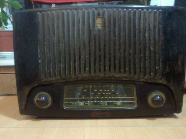 Vendo preciosa radio antigua philips impecable!