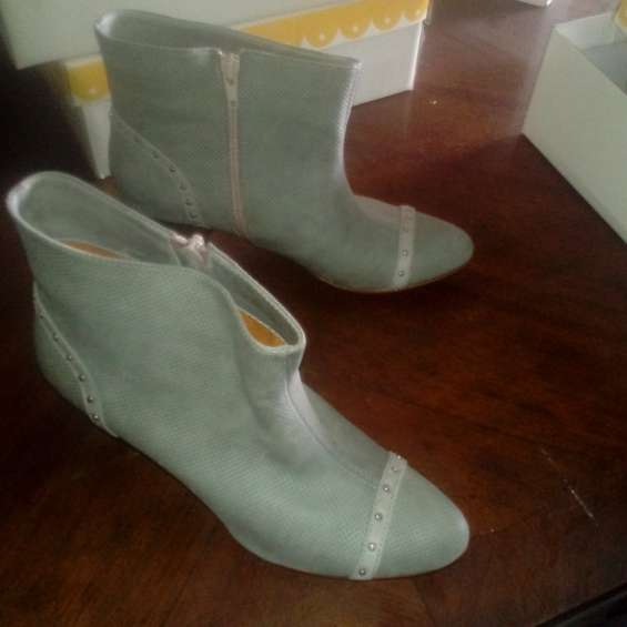 Botitas color gris , talle 39